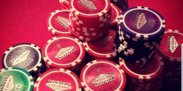 Dynamic live casino games for professional gamblers